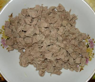 3. Мясо нарезаем кубиками.