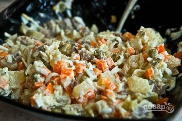 Салат заправьте майонезом и посолите. Приятного аппетита!