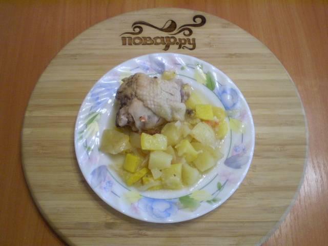Разложите по тарелочкам и подайте блюдо  горячим.