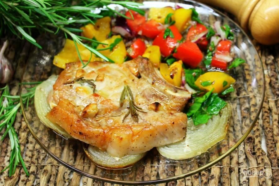 Свиная корейка с розмарином и чесноком в духовке