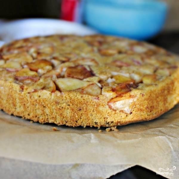Перевернутый яблочный торт выглядит следующим образом.