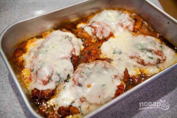 6. Подавайте блюдо к столу горячим, дополнив овощами или гарниром по вкусу. Приятного аппетита!