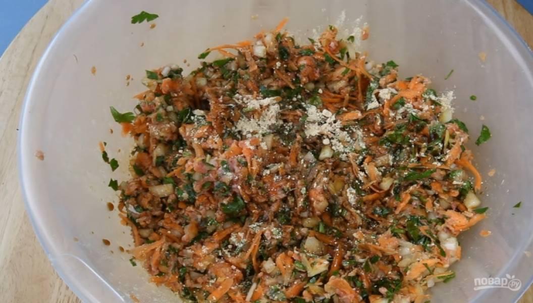 3.Смешайте все ингредиенты, посолите, добавьте имбирь и соевый соус.