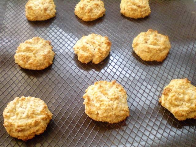 6. Выпекаем печенье 20 минут. Снимаем и остуживаем на решетке. Печенье для диабетиков готово. Приятного аппетита!