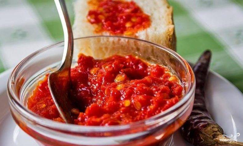 Аджика из помидоров и чеснока, без перца
