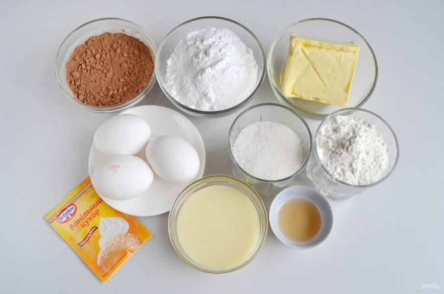 Подготовьте продукты для пирожных. Сливочное масло оставьте на столе, чтобы оно к моменту приготовления крема было мягким.