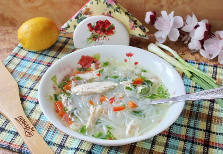"""Вьетнамский суп """"Фо"""" с курицей"""