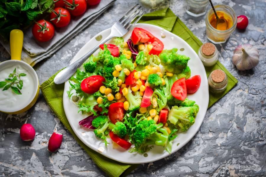 Салат с брокколи и кукурузой