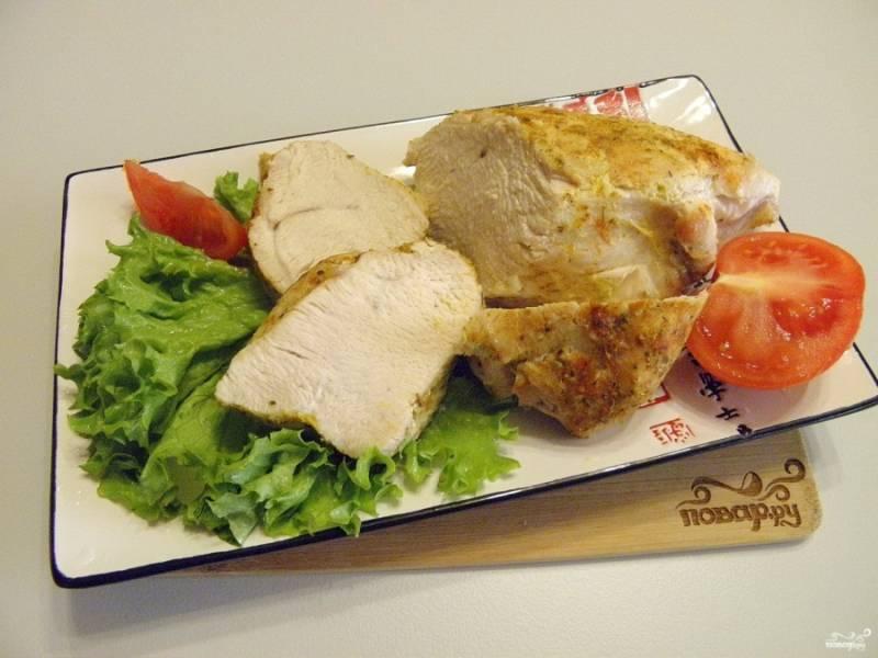 Порежьте филе на кусочки, подавайте с овощами. Приятного аппетита!