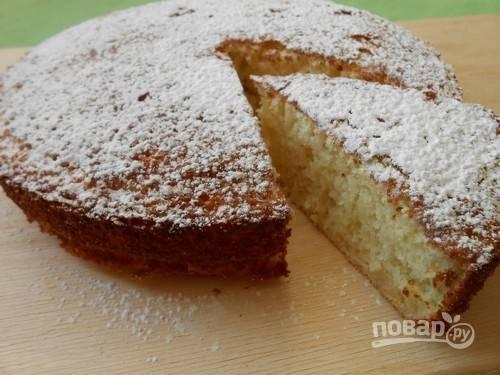 8.Достаньте пирог из духовки и украсьте его сахарной пудрой, приятного аппетита!