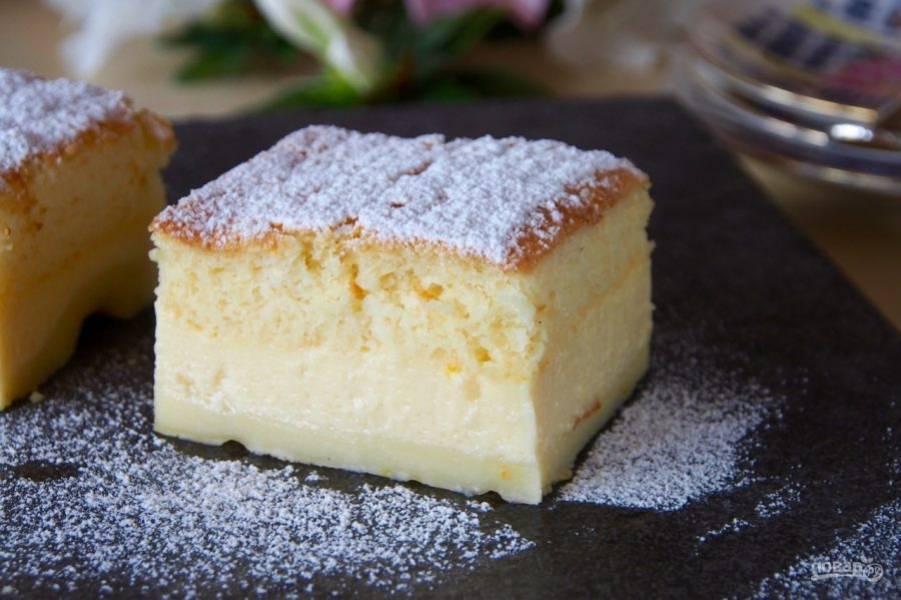 6.Получается трехслойные торт с прослойкой из заварного крема. Наслаждайтесь нежным десертом.