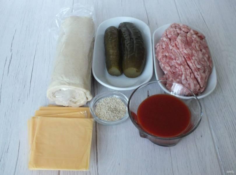 Подготовьте необходимые ингредиенты. Слоёное тесто разморозьте заранее.