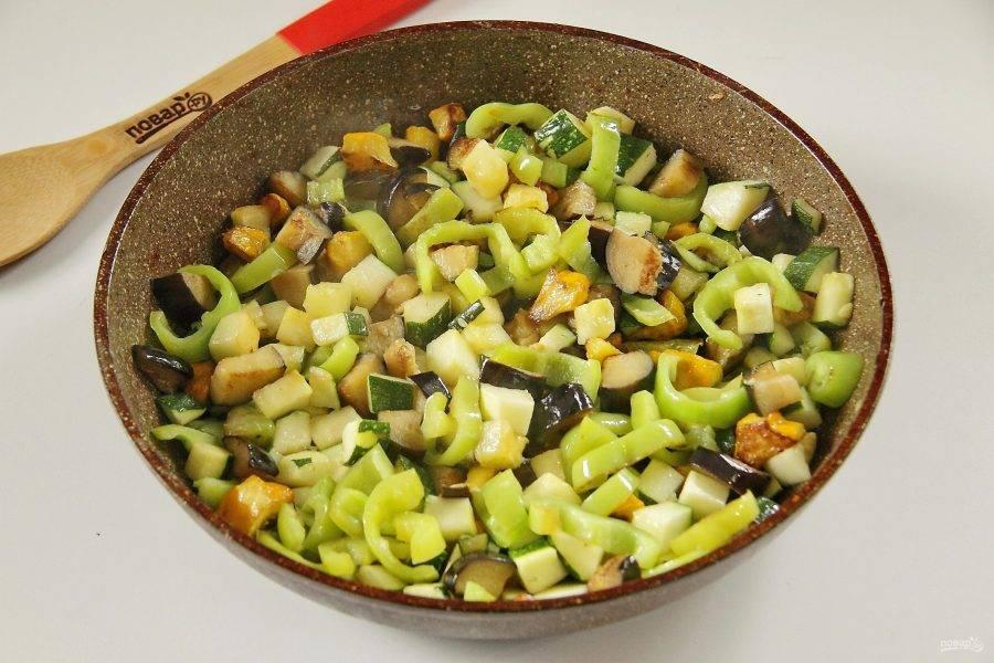 5. Обжарьте овощи на сковороде до мягкости.