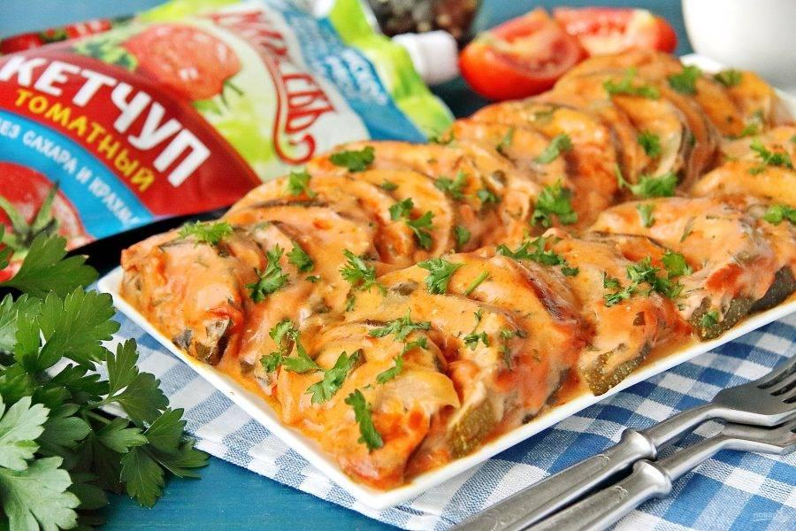Запеченные кабачки готовы. Можно подавать блюдо самостоятельно, а можно дополнить мясом, рыбой или птицей. Приятного аппетита!