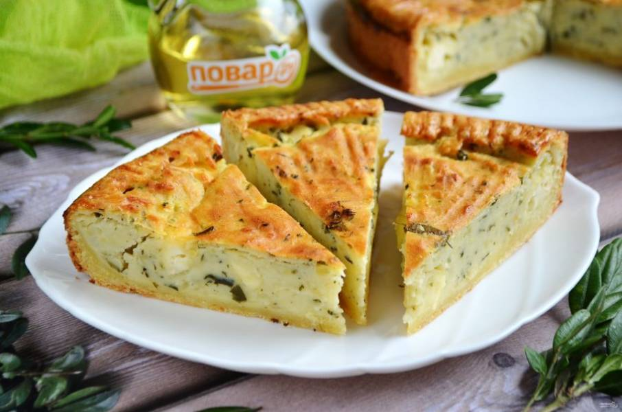 12. Порежьте и пробуйте! Пирог очень вкусный и в теплом, и в холодном виде. Даже на следующий день он мягкий и вкусный!