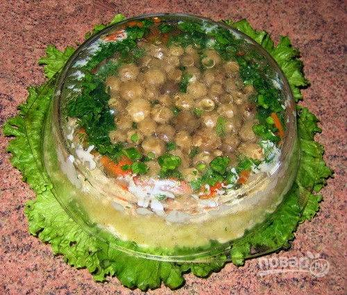 7. Одним движением переворачиваю блюдо, чтобы грибы оказались сверху.