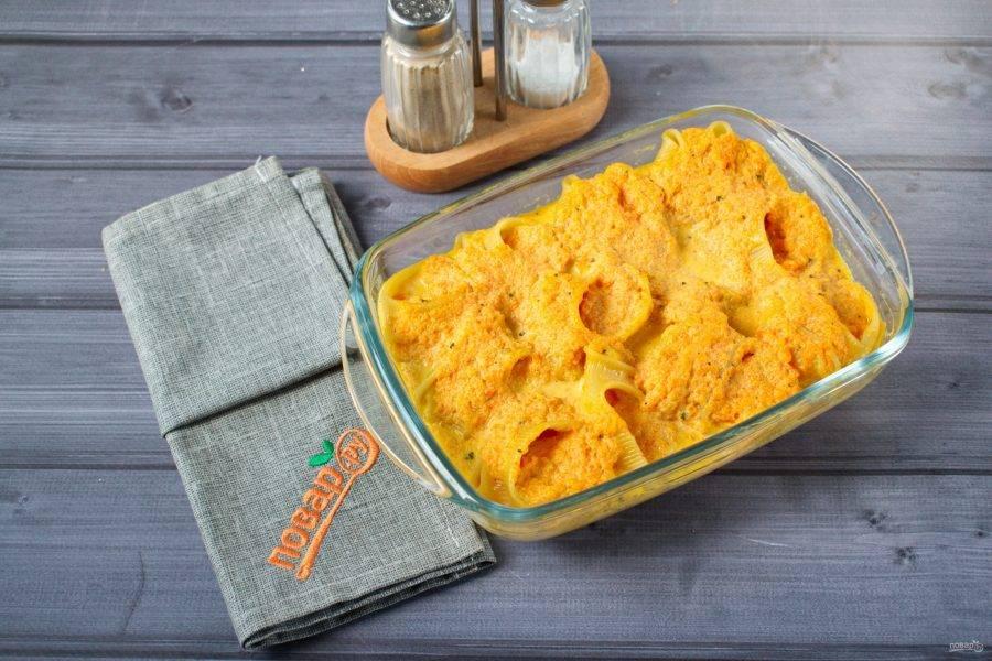 Фольгу снимите, поднимите температуру запекания до максимума и готовьте еще 5-7 минут до золотистой корочки.