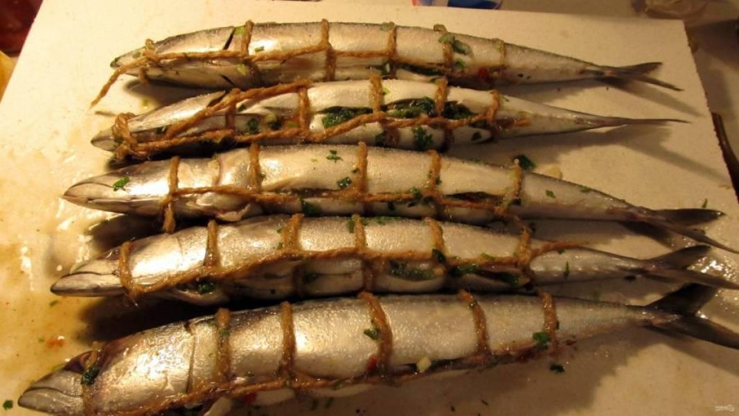 4.Оставьте рыбку при комнатной температуре на 1-1,5 часа, чтобы она насытилась всеми ароматами.