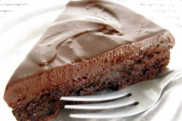 """6. Оставьте до застывания крема. Торт """"Шоколадный принц"""" готов! Приятного аппетита!"""