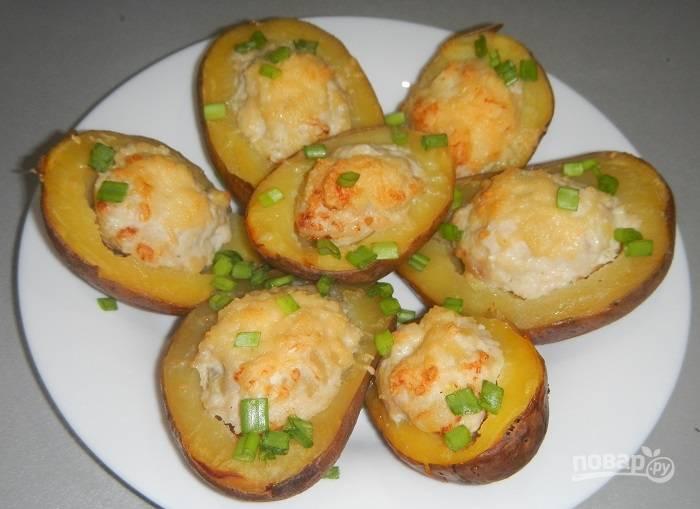 Готовую картошку подать можете, украсив зеленью. Приятного аппетита!