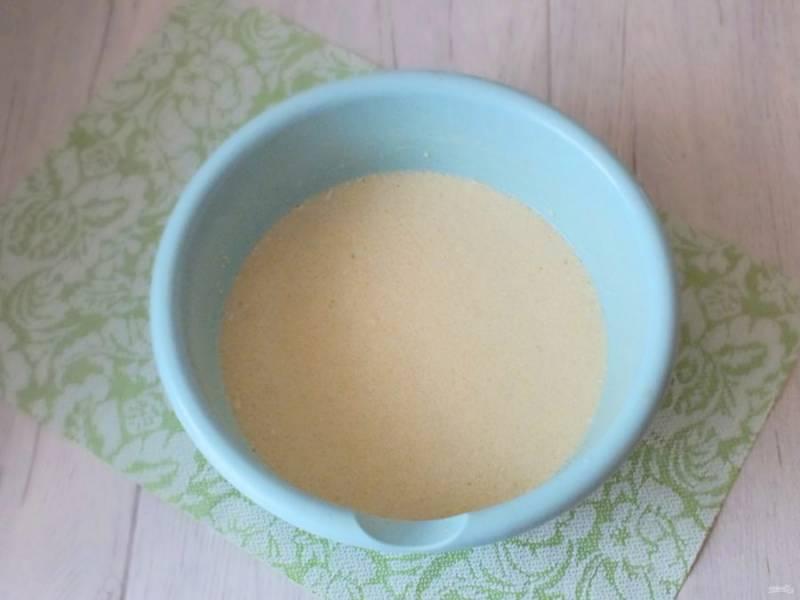 Блинное тесто готово. Разогрейте сковороду, если необходимо единожды смажьте растительным маслом.