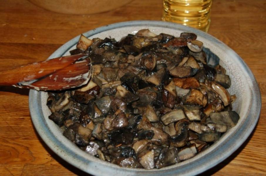 5. Вот такими красивыми они получаются. Вместе с грибами вы можете сделать картофель - такое сочетание будет идеальным. Перед подачей можете присыпать зеленым луком и добавить сметану.