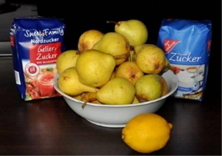 Для начала нужно промыть груши и лимон, вытереть их, подготовить остальные ингредиенты.