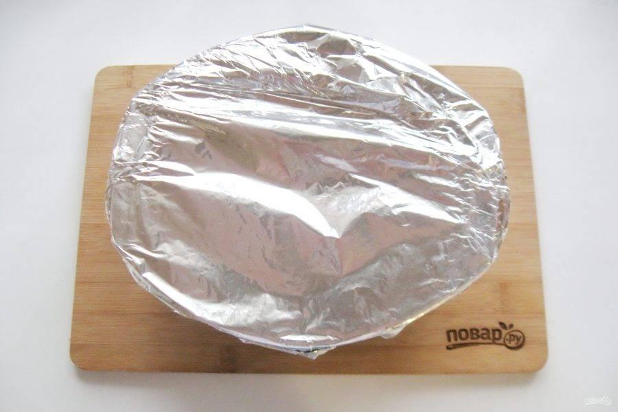 После накройте фольгой и отправьте в духовку.