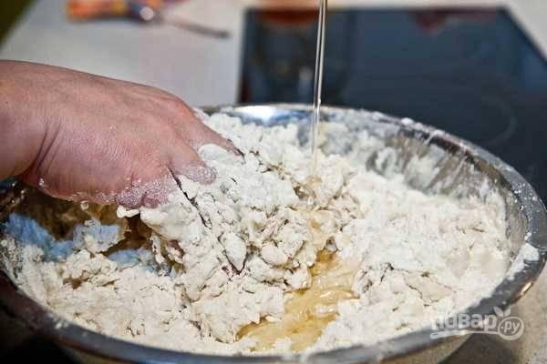 6. Влейте растительное масло.
