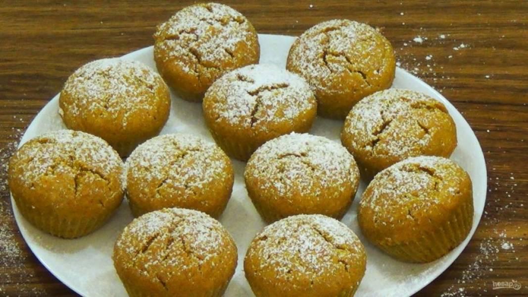 5. Готовые кексы украсьте сахарной пудрой. Приятного аппетита!