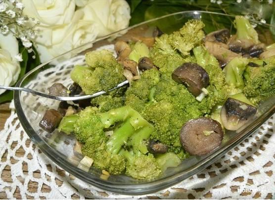 Салат из брокколи и шампиньонов