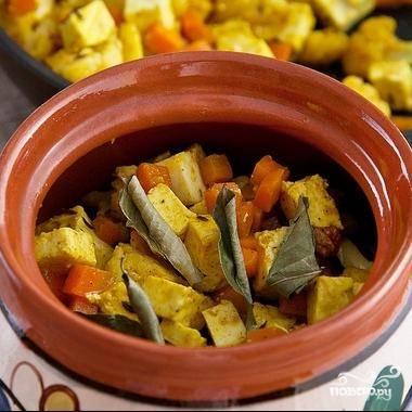 Затем слой овощей с сыром.