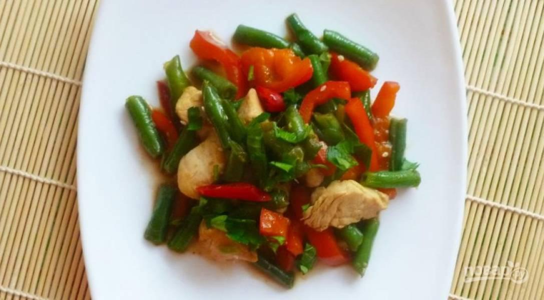 Вок с курицей и овощами