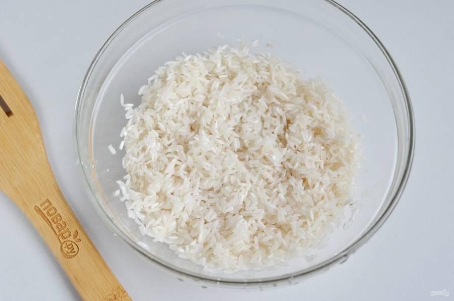Рис промойте до чистой воды.