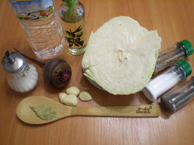 Приготовьте ингредиенты. Я для себя уменьшила порцию и сделала на 1 кг капусты.