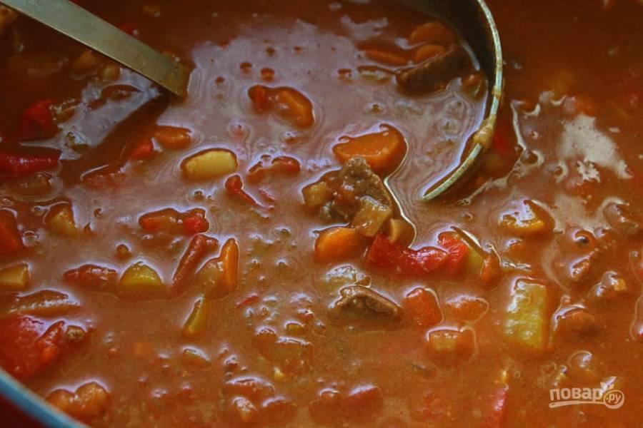 11.Готовое блюдо получается густым и наваристым, при необходимости добавьте еще специй и соль.