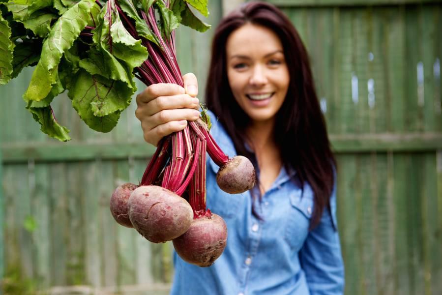 10 бюджетных продуктов, которые помогут сохранить молодость