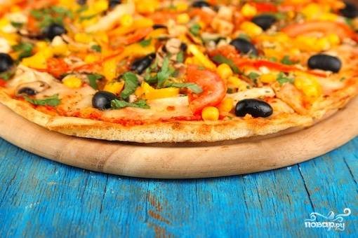 Пицца с курицей и кукурузой