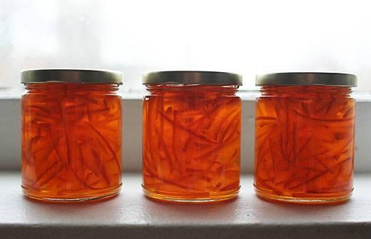 7. Сваренный и загустевший мармелад из апельсинов в домашних условиях можно разлить по заранее подготовленным баночкам, простерилизовать около 15 минут и получится отличная заготовка на зиму, богатая витамином С.