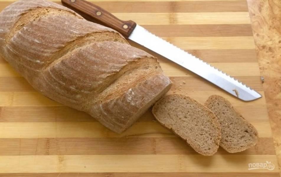 6.  Выпекайте хлеб в разогретой до 180-200 градусов духовке 40 минут. Остудите хлеб на решетке. Приятного аппетита!