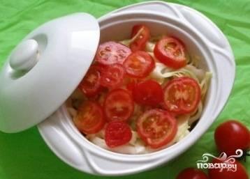 Все сложить в горшочек слоями, посолить, добавить зелень, специи и запекать при температуре 180 минут 40.