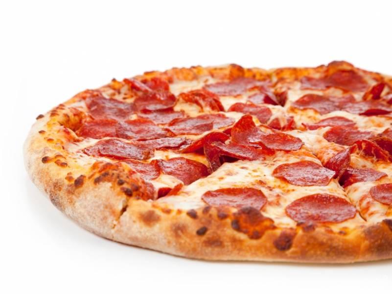 Пицца в домашних условиях с колбасой и сыром