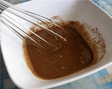 12. Какао соединить с сахаром и парой ложек молока.