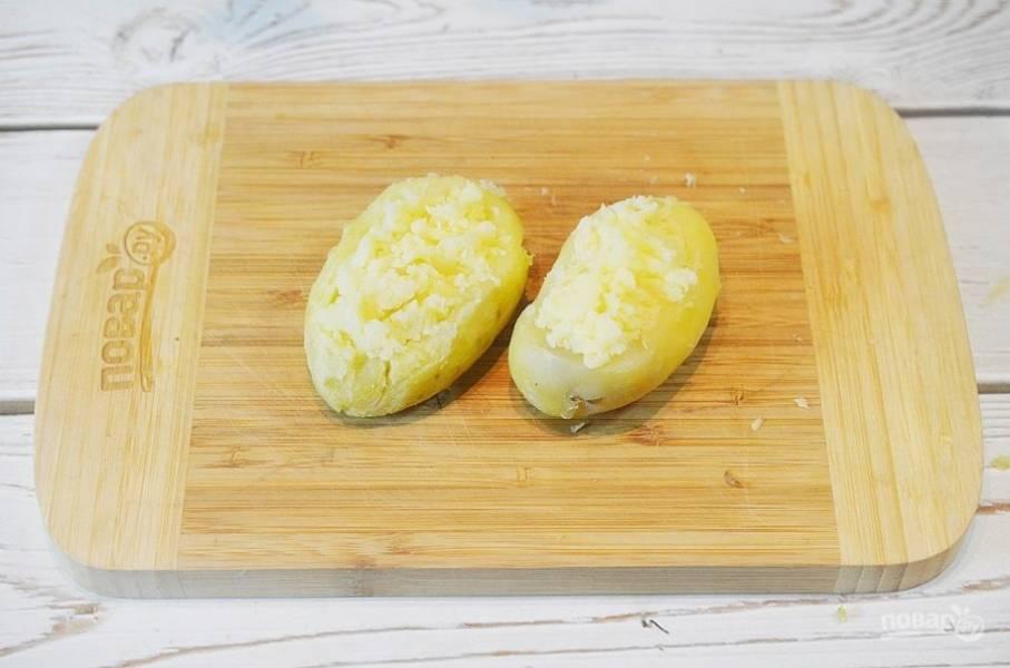 5. Наполните картошку полученным пюре.