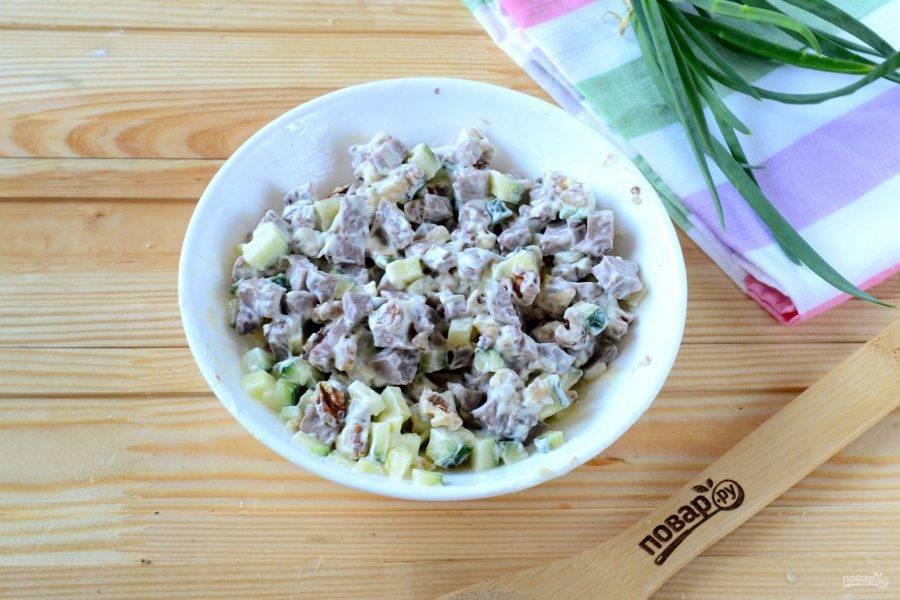 Добавьте майонез, его я советую приготовить самостоятельно, вкус получается намного лучше! Я готовлю по этому рецепту: http://povar.ru/recipes/maionez_domashnii_v_blendere-42557.html