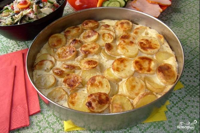 Подаем в качестве гарнира или основного блюда горячим или как закуску в холодном виде. Идеальное дополнение — салат из помидоров, огурцов и зелени.
