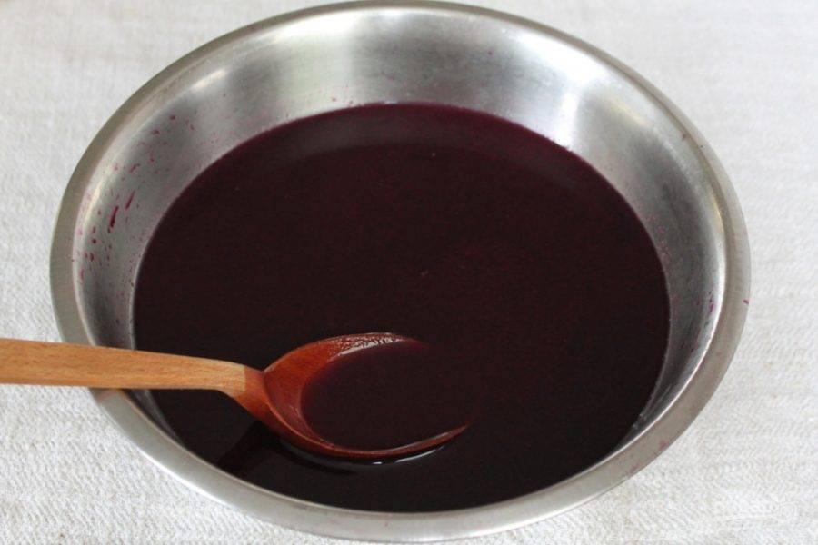 Отжимаем виноградный сок.
