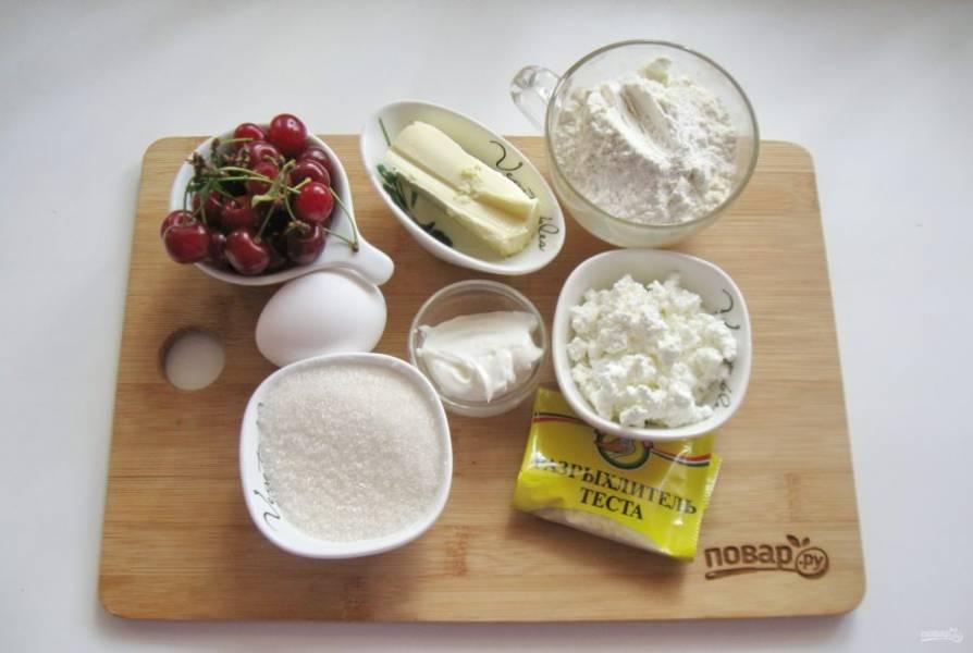 Подготовьте ингредиенты для приготовления сочней.