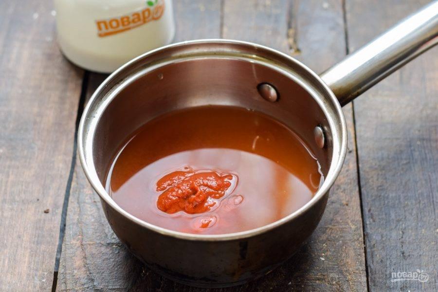 Следом влейте в сотейник чистую воду.