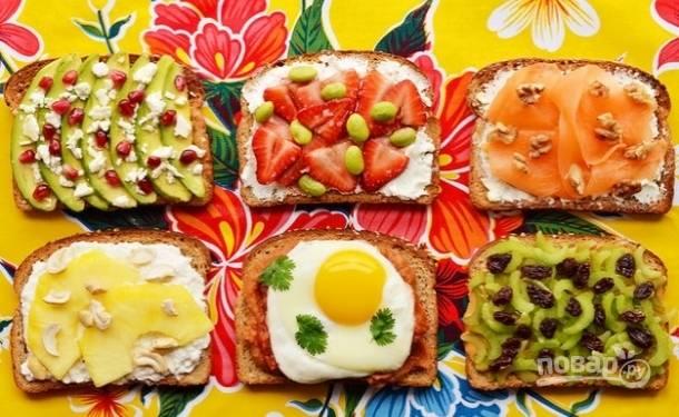 Такие бутерброды станут полезным и быстрым завтраком в любой день. Экспериментируйте! Приятного аппетита!